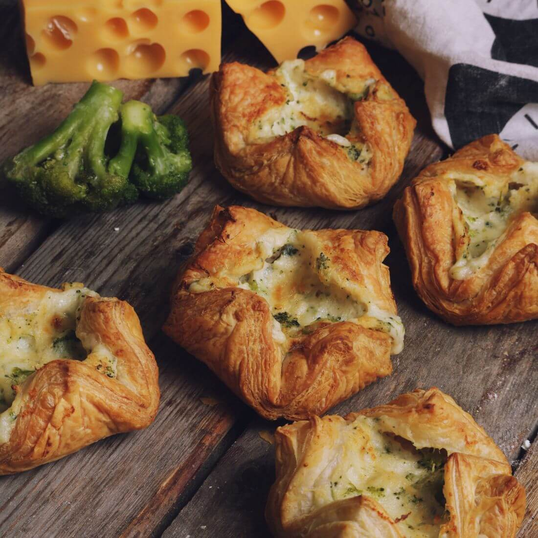 Корзинка с сыром и брокколи