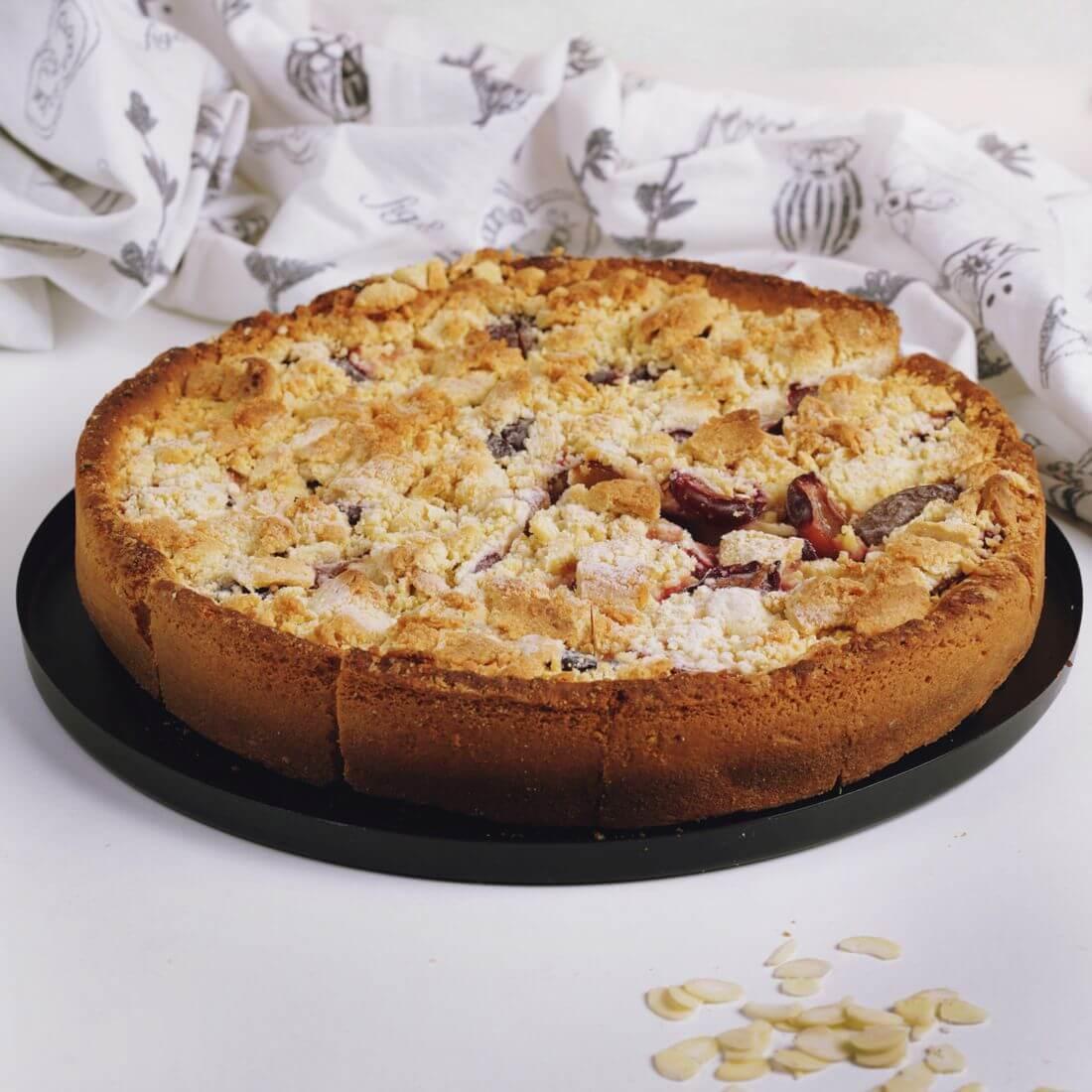 Пирог премиальный сливовый с масляной крошкой