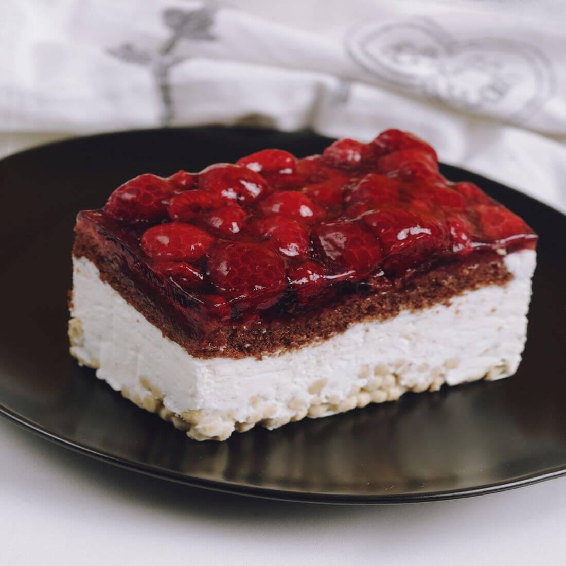Пирожные клюквенно-малиновые хрустящие