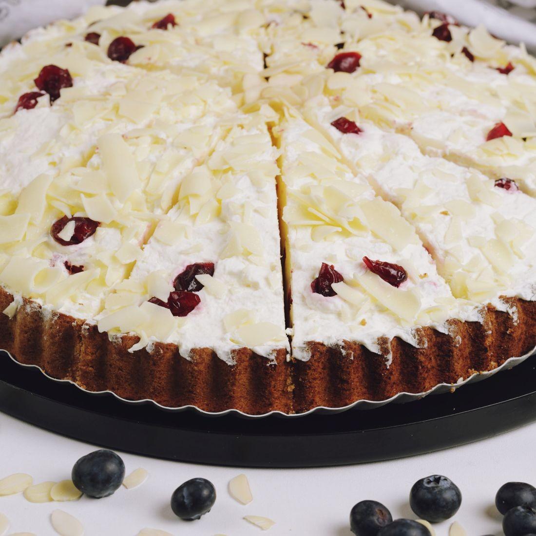 Торт брусничный кремовый с белым шоколадом