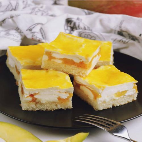 Пирожные с манго и сливками