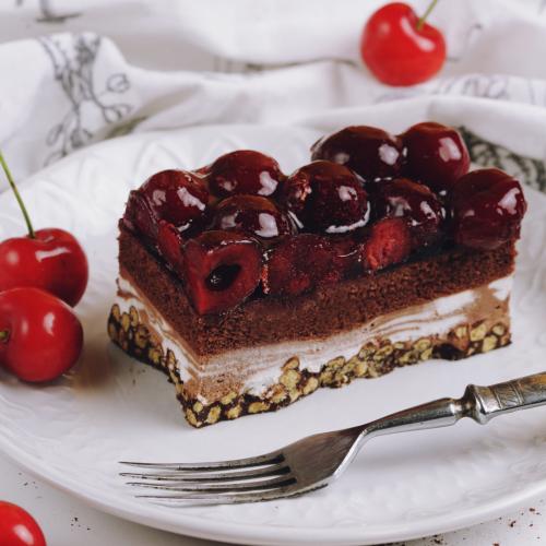 Пирожное шоколадно-вишневое хрустящие
